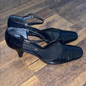 Easy Spirit Black Heels Sz 8.5